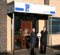 Adrian Ducker of YPS Valves Ltd receives his BVAA Member plaque from Rob Bartlett