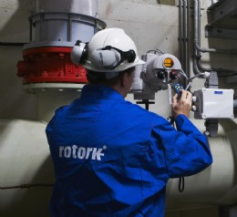 A Rotork engineer uses the wireless handheld setting tool to download data logger files from one of the Rotork IQTM actuators at the water treatment plant for storage in the asset management programme