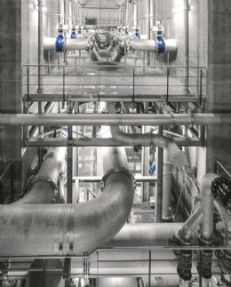 Impressive technology in the three-level pipe cellar: 70 pneumatically actuated shut-off valves open and close the pipelines during backwashing of the multi-media filters in the Langenau water treatment plant