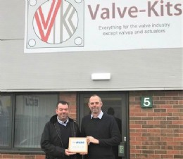 Craig Mellins and Kevin Wilson of Valve-Kits with their BVAA members plaque