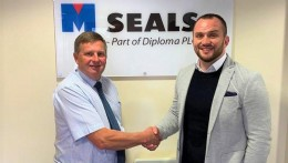 Managing Director Ross Cunningham (R) welcoming Ian Lowe (L) to the M Seals team