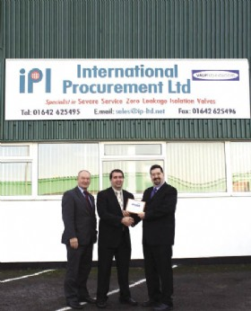 Colin Wilson and Dave Speight of International Procurement Ltd receiving their BVAA Member plaque fr